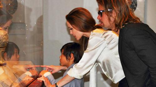 Brad Pitt Worked With Jeweler for a Year on Angelina Jolie's Engagement Ring