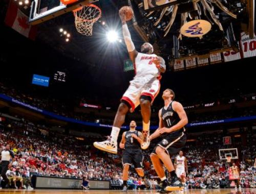 King James, Heat Toy With Nets For A Half, Then Put On A Show